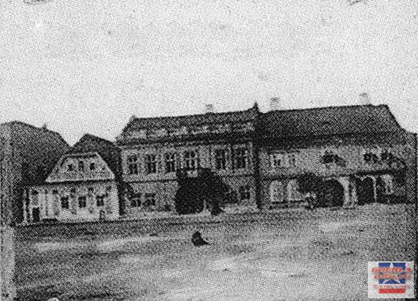 Centru, casa episcopala si farmacia, construite 1747