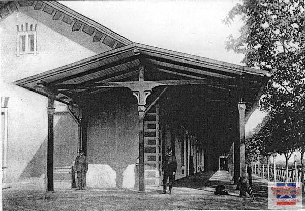 Gara, construita in 1905, bombardata in 10 octombrie 1944