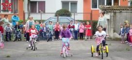 gradinita casuta fermecata gherla copii biciclete