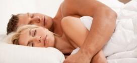 cuplu somn pat sot sotie