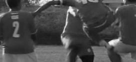 Bataie generala la meciul de fotbal Vulturul II Mintiu Gherlii – Avantul Bizonii Recea Cristur. Arbitrul a trebuit sa opreasca meciul!