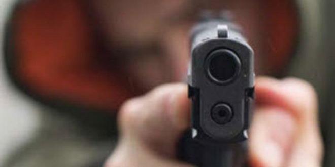 pistol amenintare