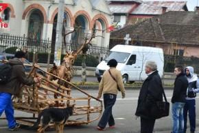 Renul cu sanie de lemn, calatorie spre centrul orasului! VIDEO