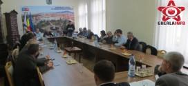 """Consilierii discuta aprobarea unui nou sediu pentru PNL si trecerea in administrarea liceului """"Ana Ipatescu"""" a salii de sport"""