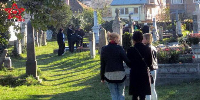 luminatie gherla 2015 cimitir mormant