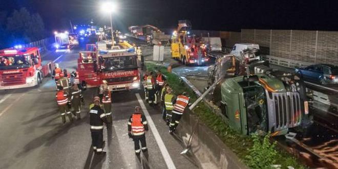accident austria camion rasturnat pompieri