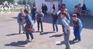 elevi scoala pauza joaca curte gherla nr 1