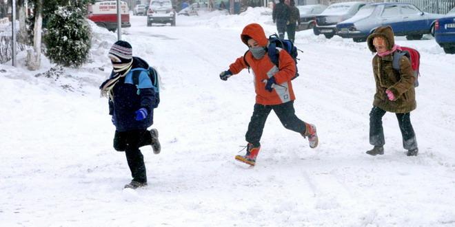 copii elevi iarna scoala