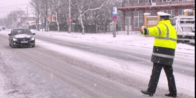 politist iarna trafic zapada