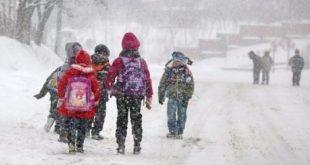 scoala inchis frig copii elevi zapada