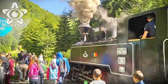 mocanita tren turisti maramures valea vaserului gherla