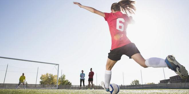 fotbal feminin fotbalista sut poarta