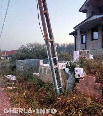 stalp electricitate baita
