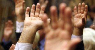 votare maini sus
