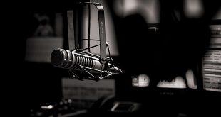 radio studio microfon