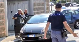 romanca moarta italia politisti