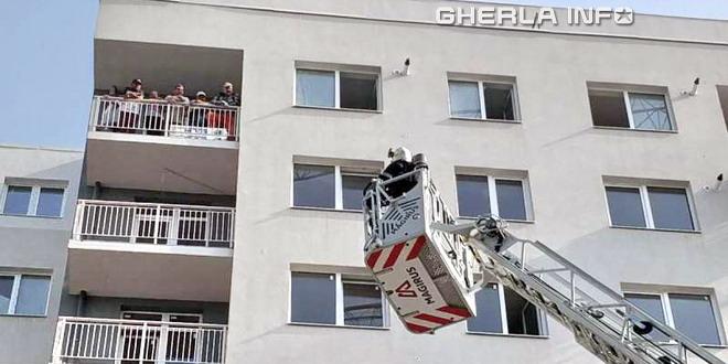 incendiu bloc cluj pompieri scara
