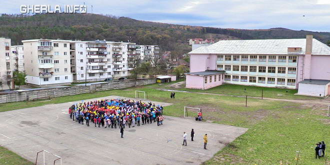 scoala 1 gherla copii elevi hora unirii