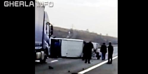 accident cluj microbuz tir rasturnat autostrada a3