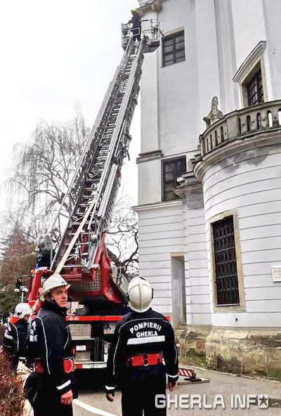 pompieri gherla biserica