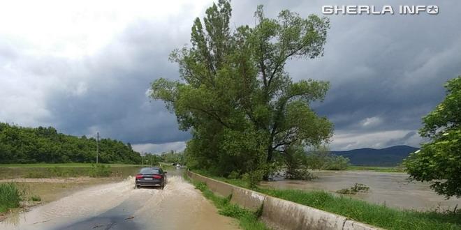inundatie cluj drum