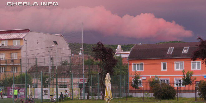 nori rosii red clouds gherla romania