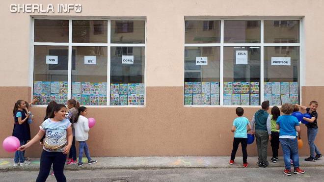 scoala 1 gherla copii pauza joaca