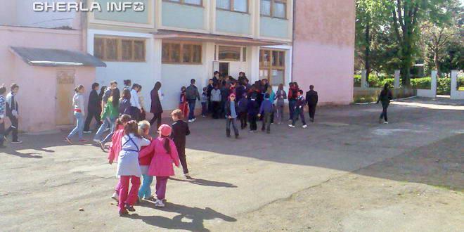 scoala 1 gherla copii pauza elevi