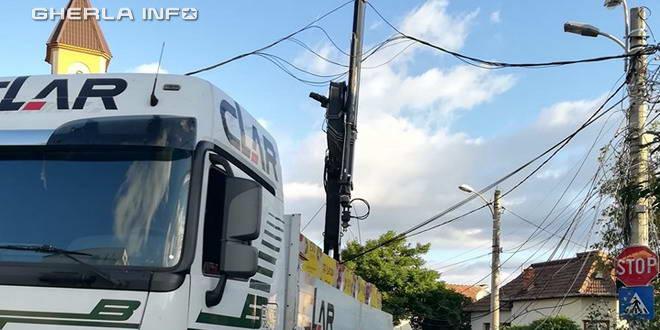 autocamion cluj agatat cabluri electrice