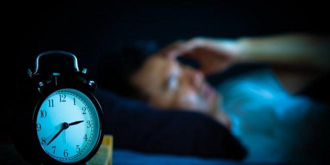 ceas noapte somn barbat