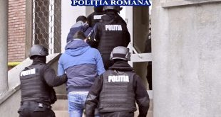 politie retinut mascati alba