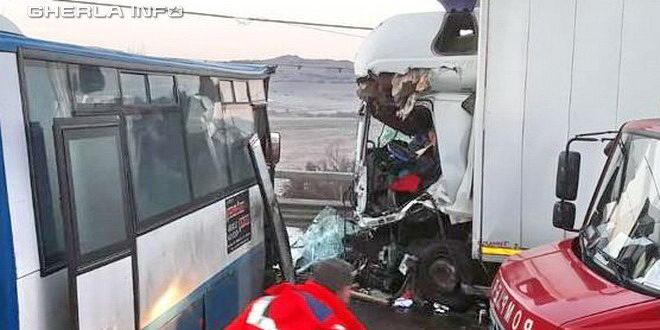 accident galatii bsitritei autobuz autocamion