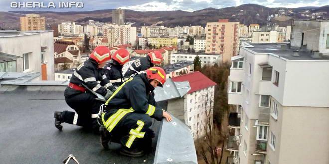 pompieri cluj bloc acoperis vant tabla