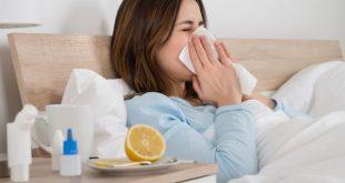 femeie raceala gripa pat bolnava