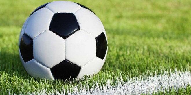 minge fotbal teren