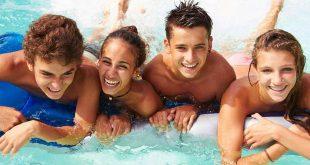 baie piscina tineri adolescenti
