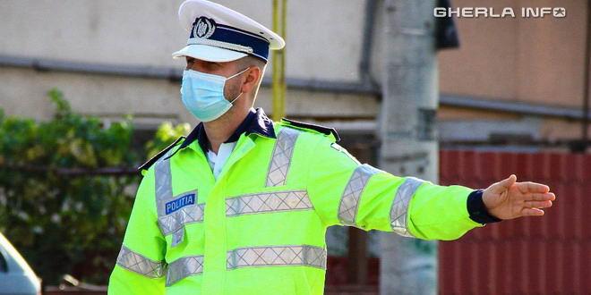 politist masca covid