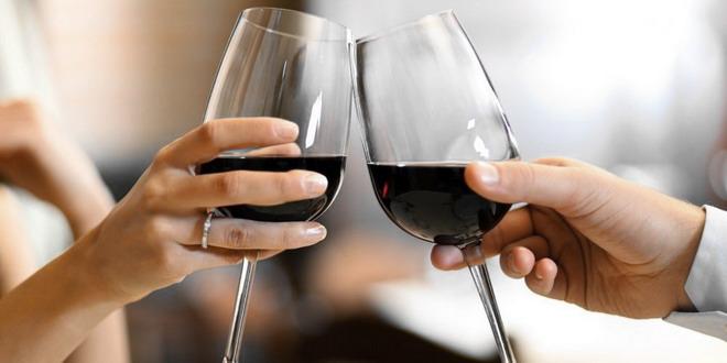 ciocnit pahar vin