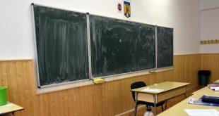 sala clasa tabla banca
