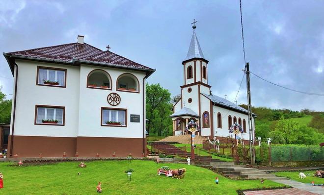 samboieni biserica
