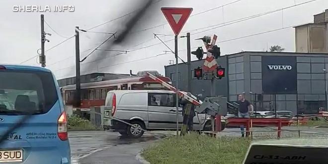 cluj tren bariera masina