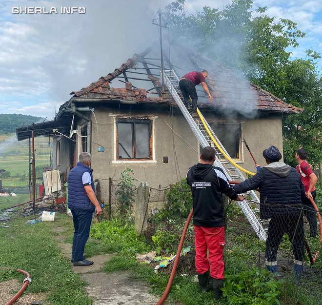 incendiu cornesti pompieri