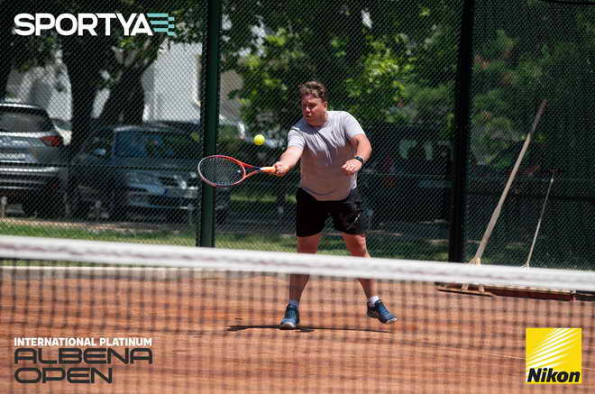 pop leon tenis