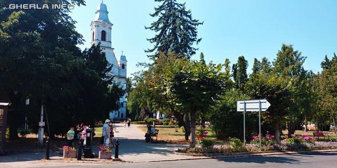 gherla parc biserica